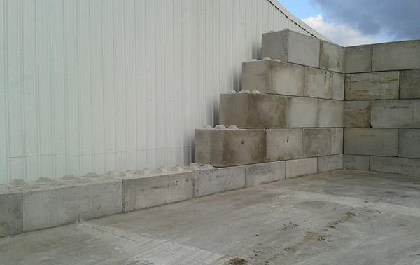 Stapelbare betonblokken halve parasol for Zelf zwembad bouwen betonblokken